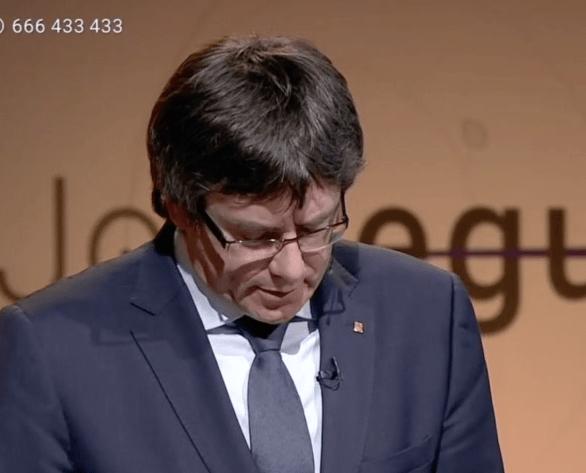 """Puigdemont dice que el pateo de las chicas pro-Selección no fue """"violencia de verdad"""""""