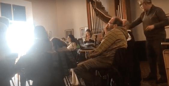 Vea a un participante desmontar el aplec nacionalista contra el trilingüismo