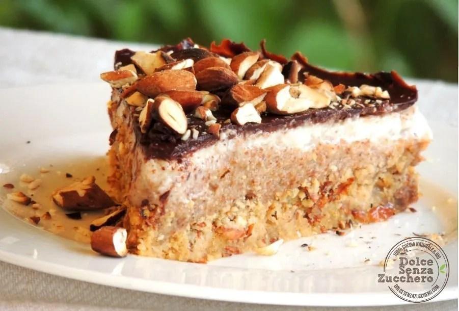 Torta al Burro di Mandorle Panna Mandorle e Cioccolato (1)