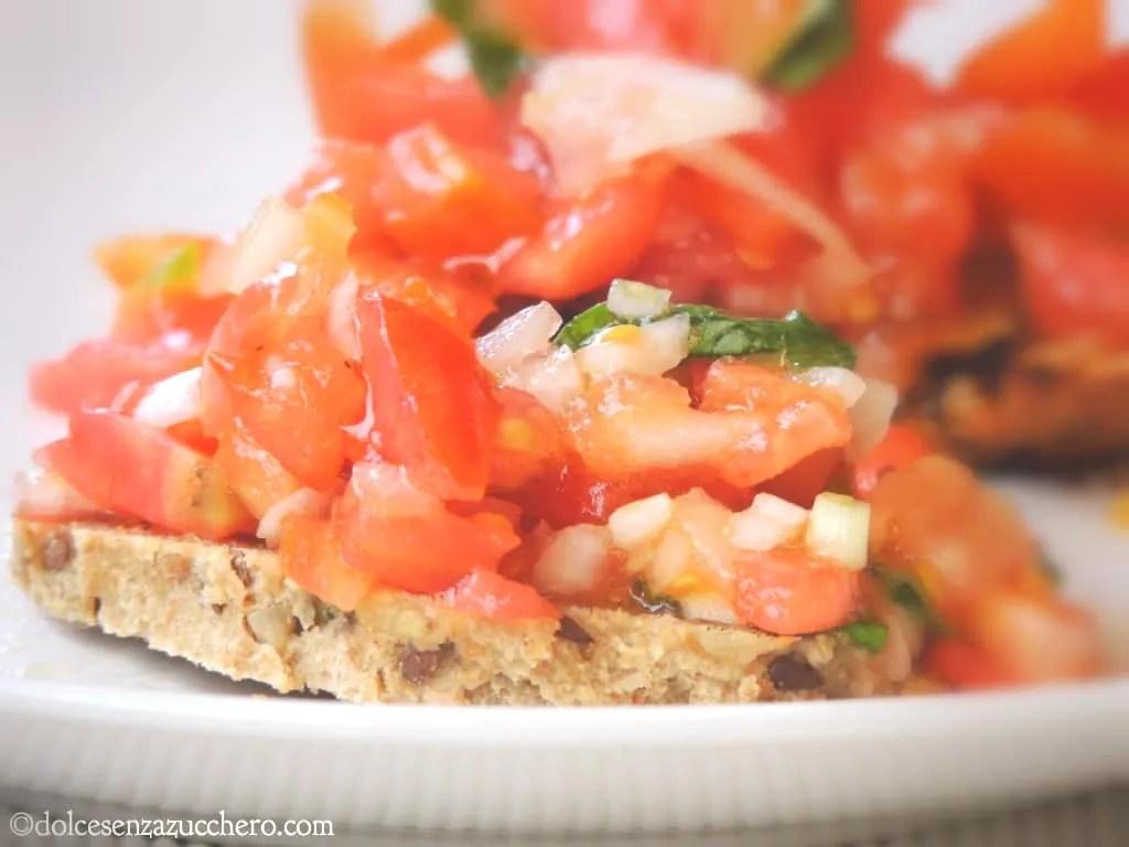 Bruschetta di pane paleo e pomodori freschi (3)