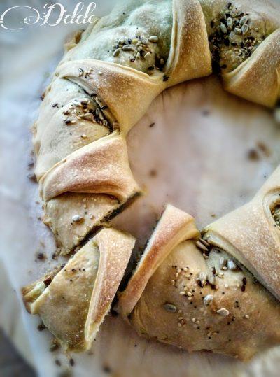 """Corona di pane con """"friarielli e ciccioli"""""""