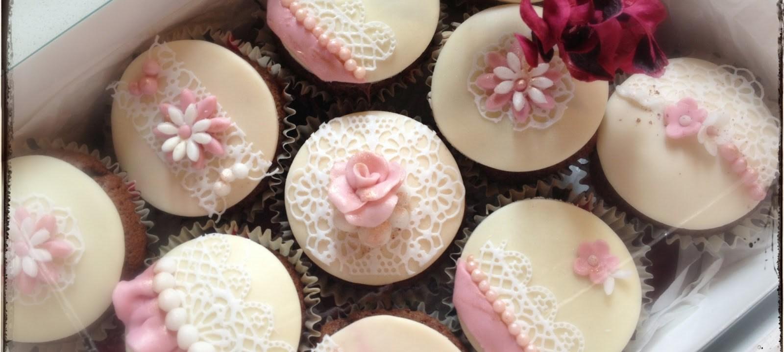 Brown velvet cupcakes con Magic Decor