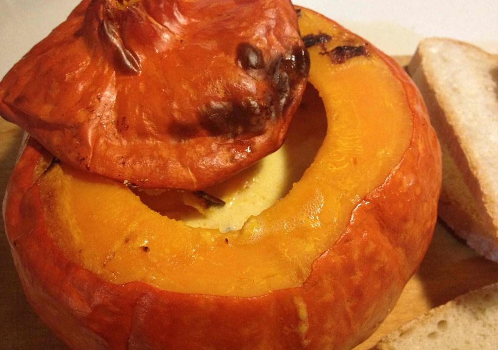 Zucca ripiena ai formaggi