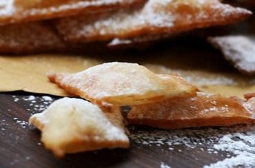 Cenci di carnevale senza glutine nè uova nè burro