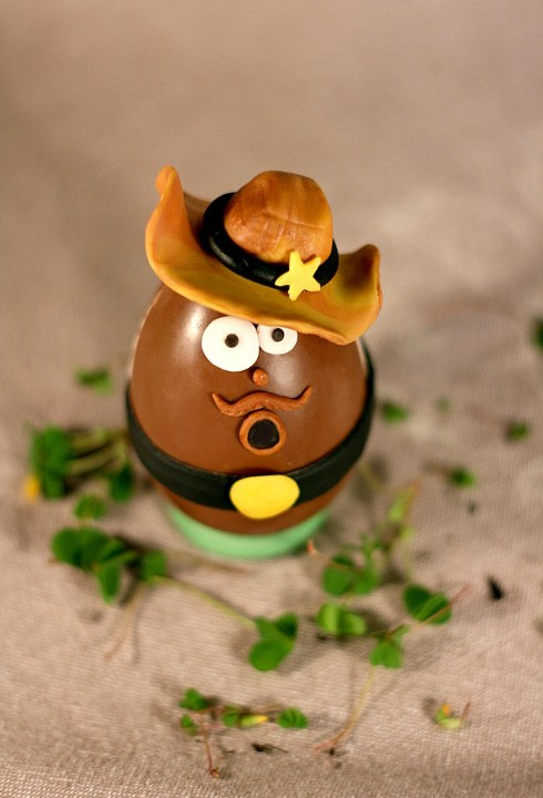 Uova di cioccolato decorate