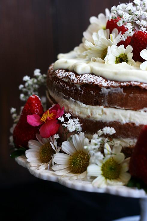 Naked cake al pistacchio con ganache montata al cioccolato