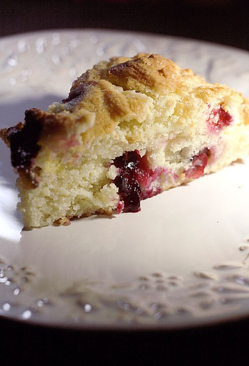 Torta morbida con uva fragola