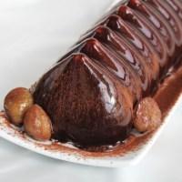 Dessert alla crema di marroni glassato al cioccolato
