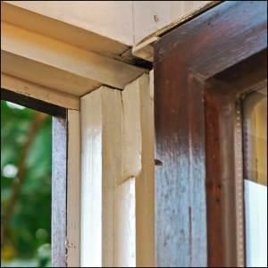 Älteres Holzfenster ohne Nut für eine Dichtung