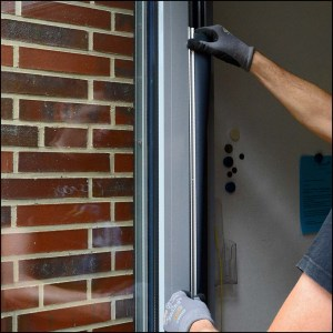 Montage des Fingerschutzprofils am Türflügel