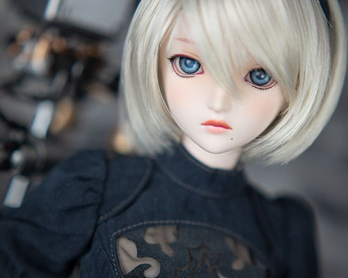 The Face-up of the 2B Dollfie Dream is more semi-realistic. her two-toned lips are an eyecatcher!