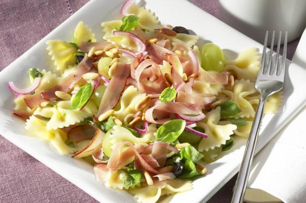 Farfalle-Salat mit Schinken und Apfel