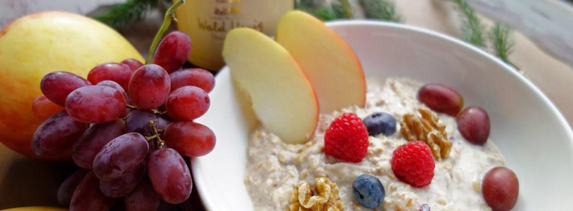 Müsli mit Obst und Honig