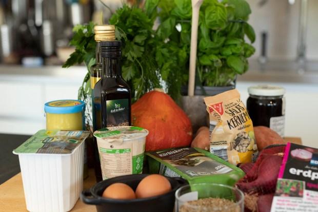 Zutaten zum Kochen der Kürbispuffer