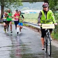 vedoucí skupinka krátce po startu Miřejovického půlmaratónu