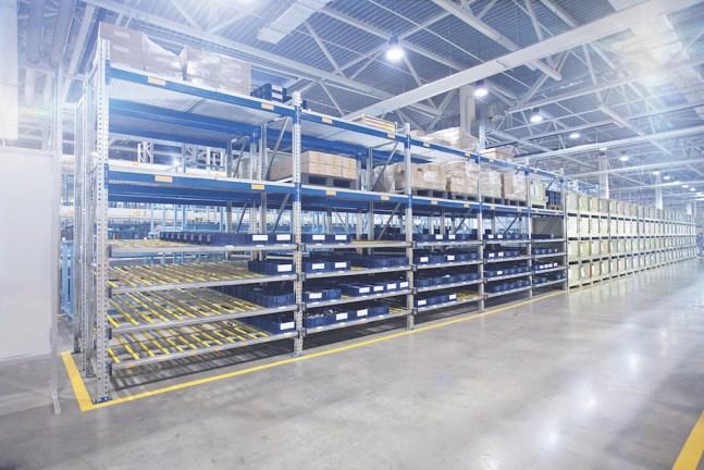 Illuminazione magazzini temperatura di colore fredda (5500-6000K)