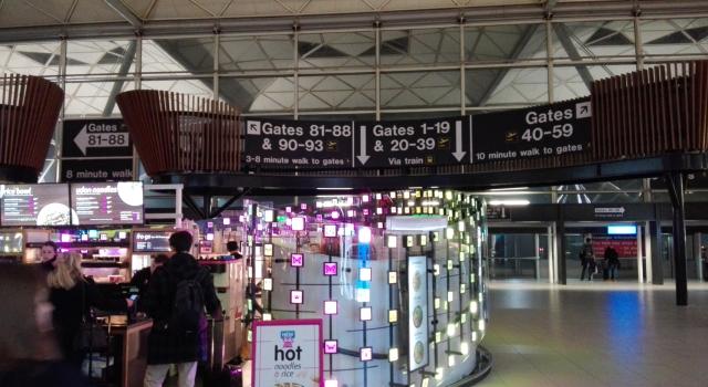 letiště je to opravdu velké, časy chůze k jednotlivým gate