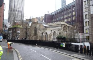 kostelík mezi mrakodrapy