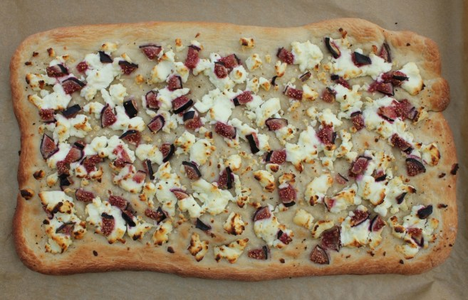 flatbread-with-figs-goat-cheese-and-prosciutto-3