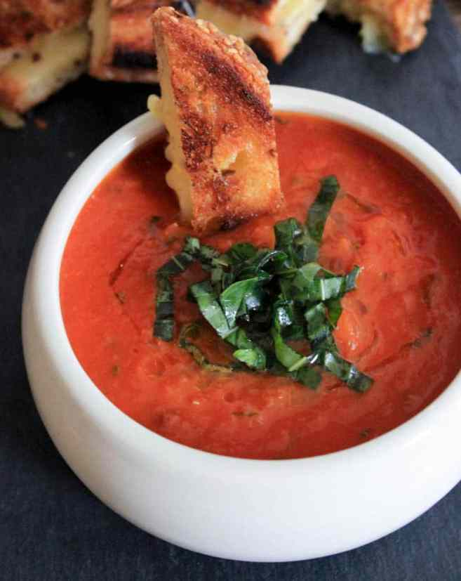 the-best-vegan-roasted-tomato-basil-soup-3