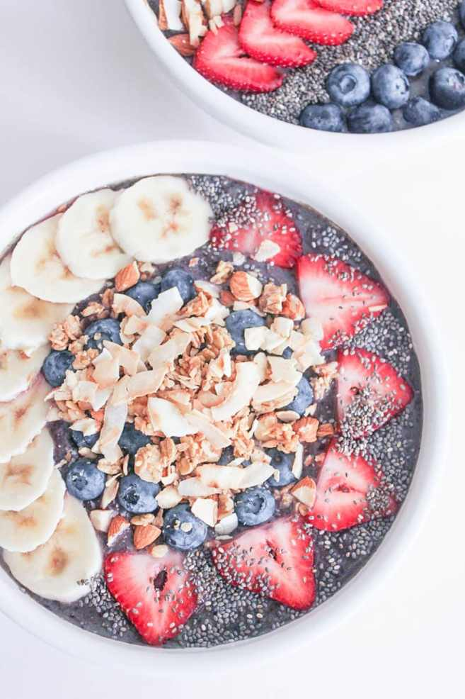 Vegan-Berry-Green-Smoothie-Bowls-with-fruit-and-granola-5
