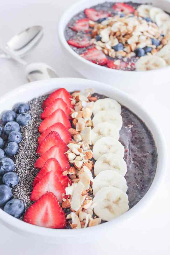 Vegan-Berry-Green-Smoothie-Bowls-with-fruit-and-granola-9