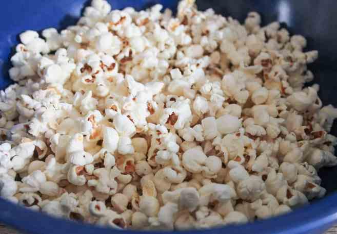 Sriracha-Caramel-Popcorn-step-1