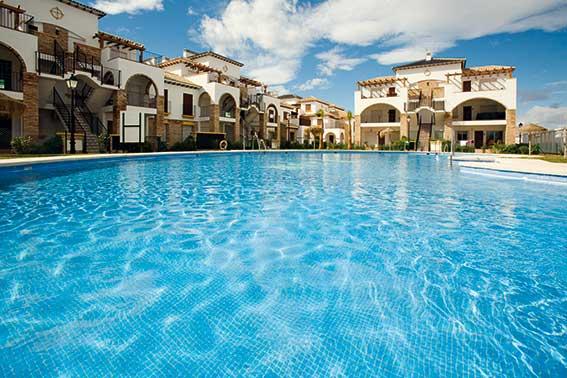 Correcto mantenimiento del agua de las piscinas
