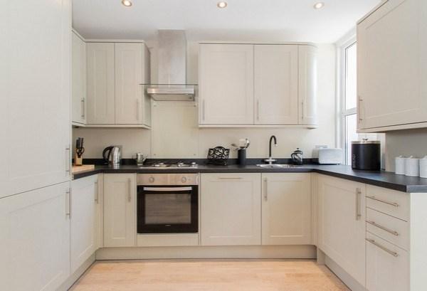 Белая Кухня Черная Столешница Фото