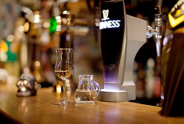 Domhan-Glas-mit-Guinness-Zapfhahn