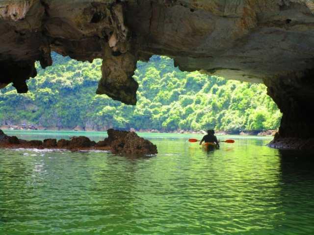 kayaking-under caves lan ha bay