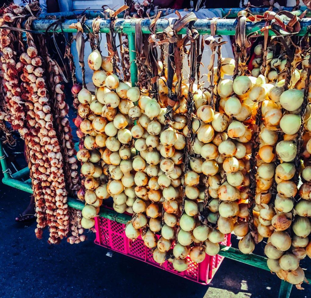 Buying Garlic and Onions in Cuba