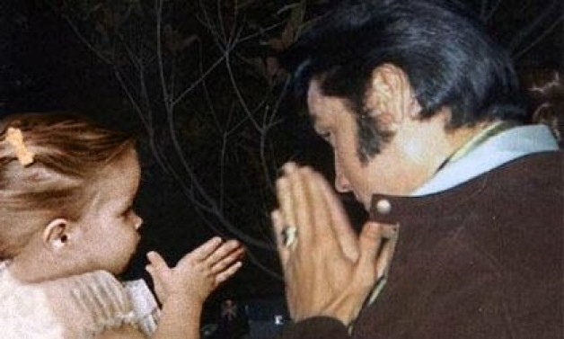 Elvis & The Rosary?!?!?!? | Dominicana