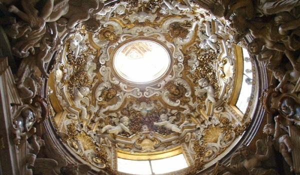 Ceiling in the Servite mother church (CC BY 2.5 by Wikimedia user)