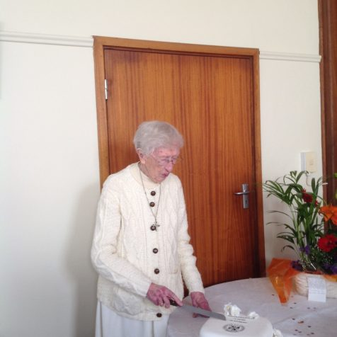 Sr Mairead cuts her cake