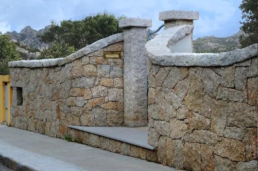 Realizzazione di un ingresso utilizzando Pietra San Giacomo e granito grigio - Main entrance realization made with San Giacomo Stone and grey granite