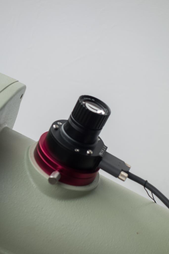 QHY PoleMaster Objektiv offengelegt auf EM400