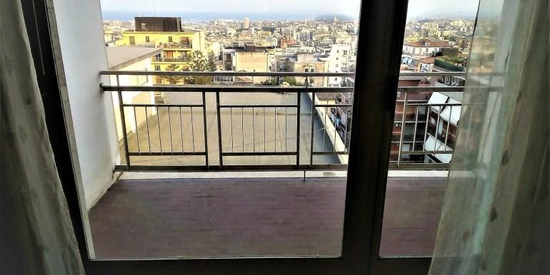 stanza con balcone1