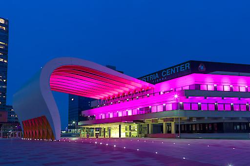 BILD zu OTS - Das Austria Center Vienna leuchtet in Pink anlŠsslich des Welt-MŠdchentages, am 11. Oktober.