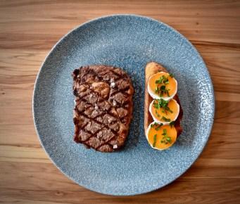 Rib Eye Steak mit Aprikosen-Ziegenkäse Ciabatta