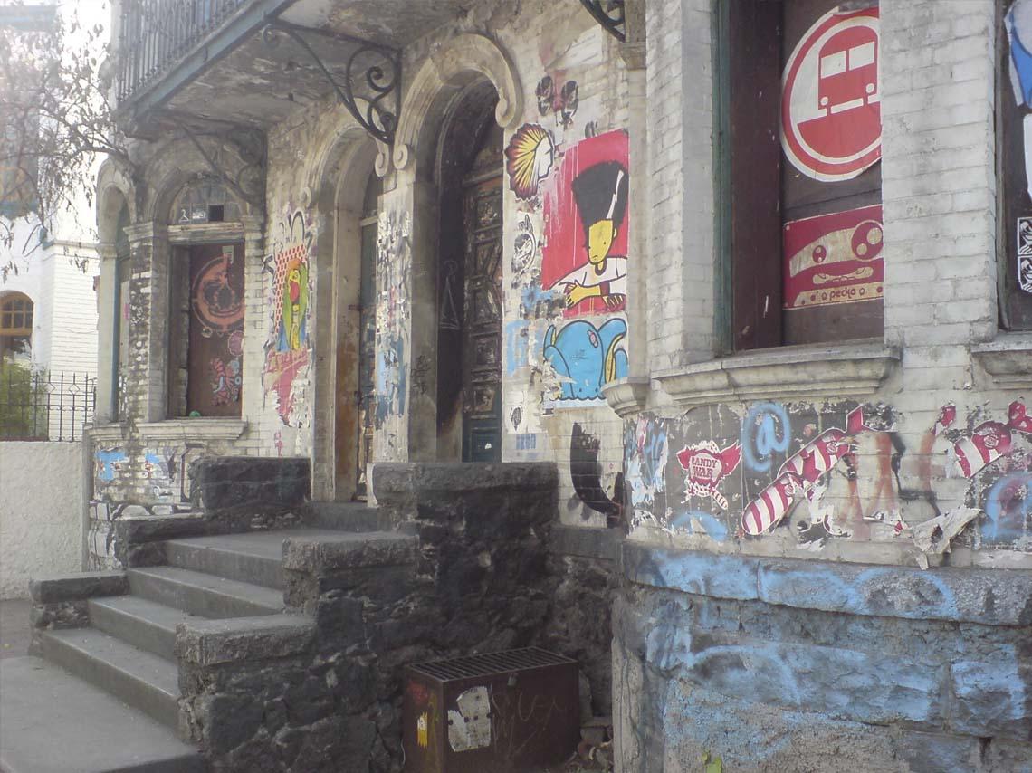 Vista de la fachada de la Casa Negra en la Ciudad de México