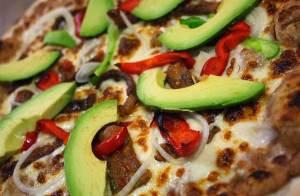 lugares con pizza de aguacate