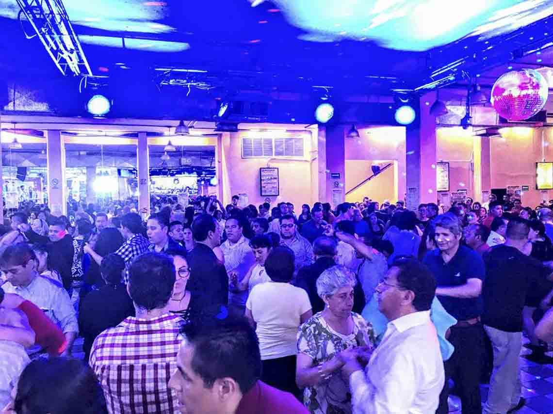 Salones de baile en CDMX con salsa danzon y swing 04