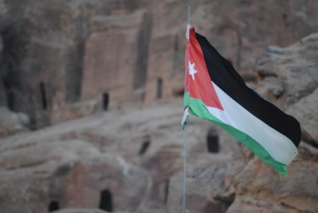 Bandera de Jordania en Petra