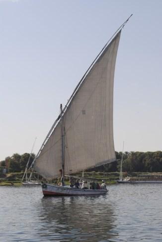 Faluca navegando el Nilo