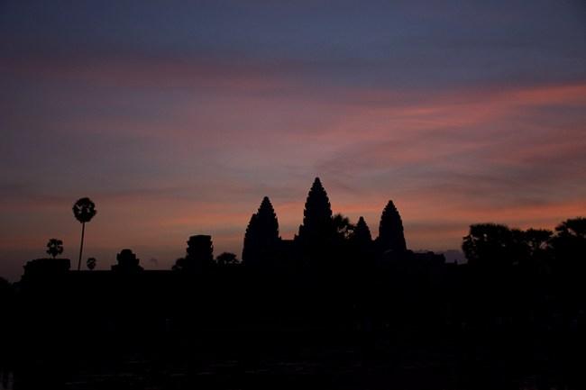 Amanecer frente a Angkor Wat