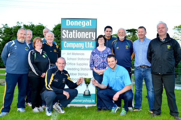 Neil Gallagher and Michael Murphy with the Danny Mc Daid Perpetual Cup at the launch of the Glenswilly Gaa 5k. Also included in photo Danny Mc Daid, Neily Mc Daid, James Pat Mc Daid, the Glenswilly 5k committee and Beirne Lapsley of Donegal Stationery who are main                                                                                          sponsors of this years event.                                                           Photo: Geraldine Diver