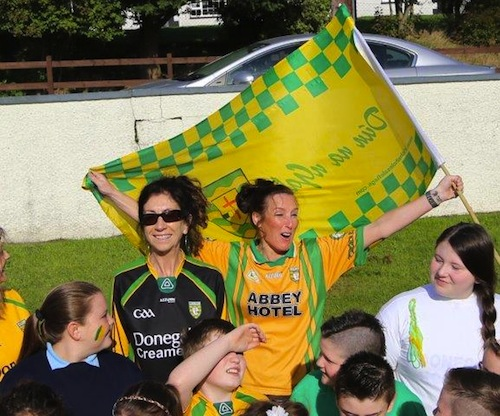 Children from St Columba's National School in Ballylast, Castlefin get their jerseys on for Donegal. ALL PICS BY NORTHWEST NEWS PIX.