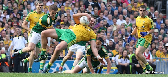 Michael Murphy bends over backwards for the Donegal cause. Pic by Brid Sweeney.