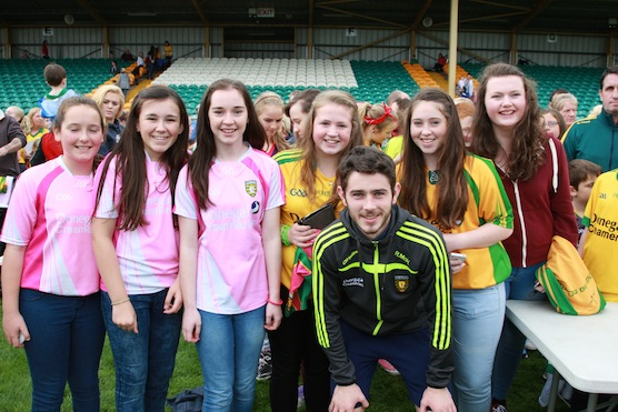 Siobhan Griffin, Aoife Breen Leona Mc Glinchey, Nicola Callaghan and Nicole Gallagher , Ciara Phelan pictured with Ryan Mc Hugh at the meet and greet. ALL PICS BY BRIAN McDAID OF THE CRISTEPH STUDIO
